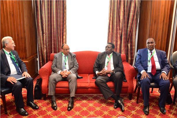 وزير التنمية المحلية يعقد اجتماعا مع نظرائه من الدول الأفريقية