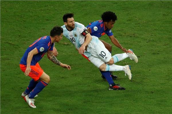 صورة من مباراة الأرجنتين وكولومبيا