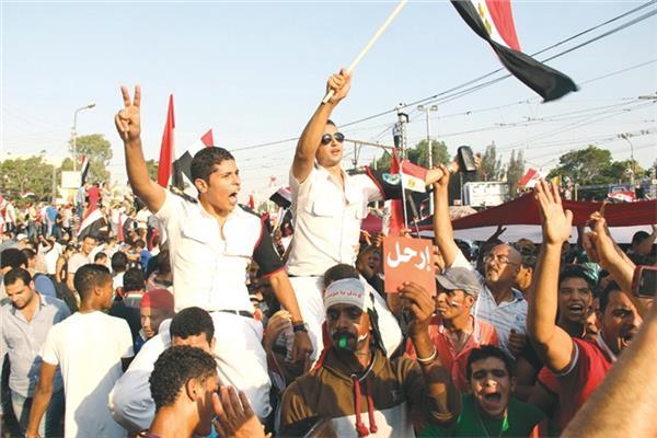 المتظاهرون فى 30 يونيو يطالبون نظام الإخوان بالرحيل