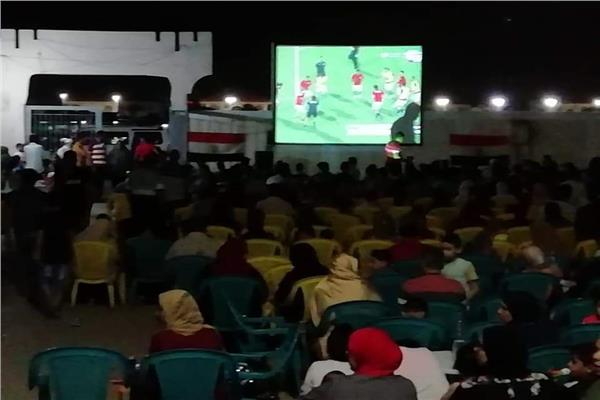 اقبال علي مراكز الشباب والكافيتريات لمشاهدة مباراة المنتخب