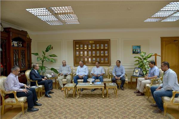 محافظ أسيوط يلتقى نائب رئيس الهيئة القومية لمياه الشرب والصحي