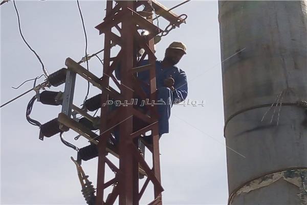 إطلاق التيار الكهربائي بالكابلات الأرضية بطريق مصر - أسوان