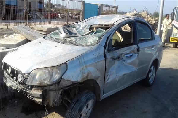 إصابة ٥ اشخاص اثر اتقلاب سيارة ملاكى بالطريق الصحراوي بالبحيرة