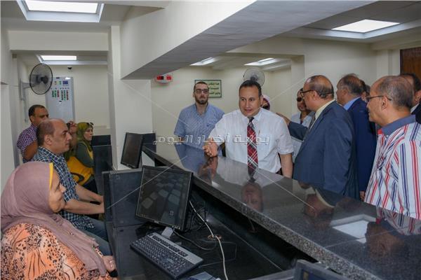 محافظ الإسكندرية يتفقد أعمال تطوير مكتب تموين الرمل بمنطقة السيوف