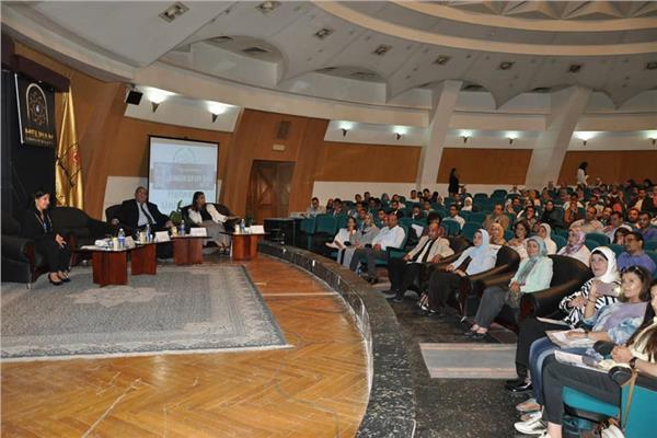 رئيس جامعة حلوان: توفير منح دولية لشباب أعضاء هيئة التدريس