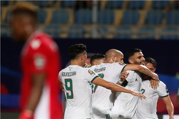 صورة من مباراة الجزائر أمام تنزانيا