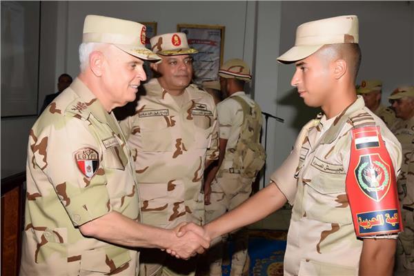 رئيس الأركان يشهد المرحلة الرئيسية للمشروع التكتيكي بجنود «باسل 13»