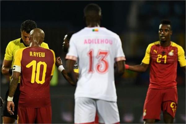 """لحظة طرد """"جون بوي"""" في لقاء غانا وبنين"""