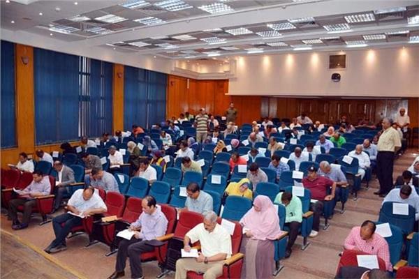 محافظ القليوبية يتفقد لجنة إمتحانات إختيار نواب لرؤساء المدن ورؤساء للقرى