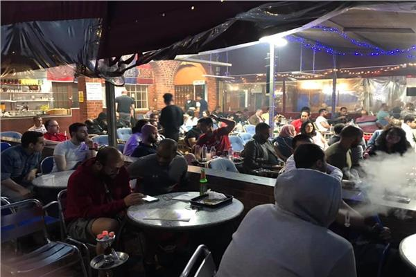 الجالية المصرية بلندن تتابع مباراة المنتخب أمام الكونغو