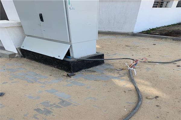 كابلات الكهرباء تهدد سكان كمبوند سكنى بطريق السويس