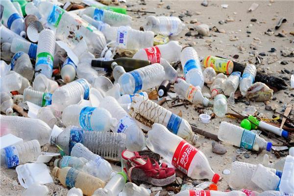 تحقيق| البلاستيك «صُنع في مستنقع الأضرار».. رحلة التخلص من «لدائن» خنقت العالم