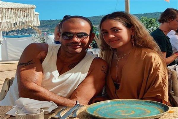 عمرو دياب وابنته كنزي