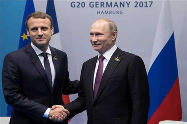 فلاديمير بوتين وإيمانويل ماكرون