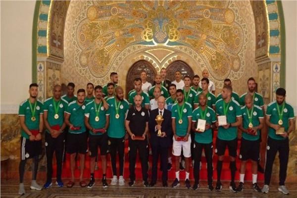 الرئيس الجزائري المؤقت يستقبل لاعبي المنتخب