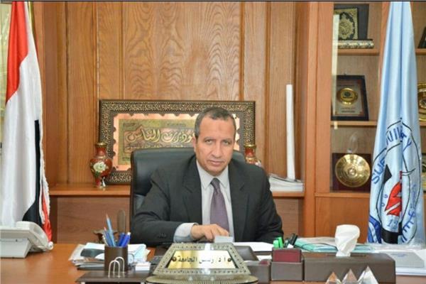 د. سيد الشرقاوى رئيس الجامعة السويس
