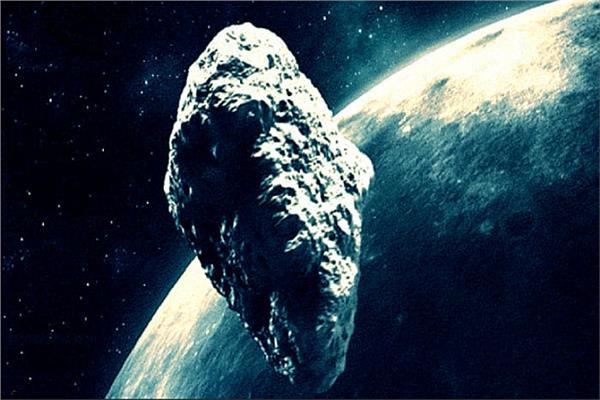 كويكب يعبر قرب كوكبنا