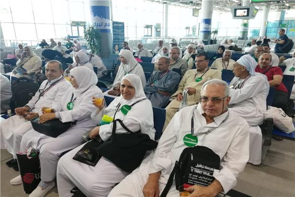 حجاج بيت الله الحرام في صالة المطار