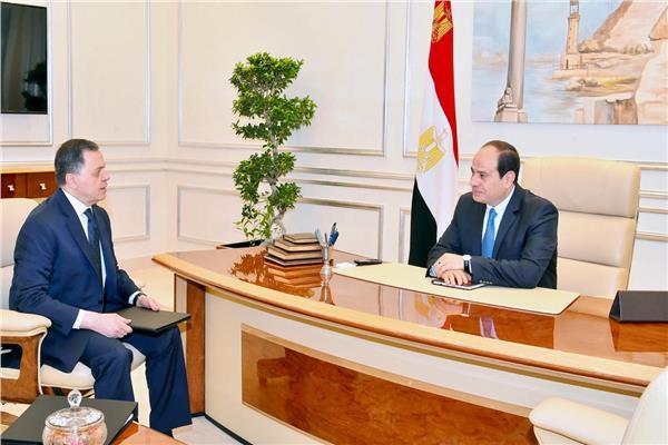 الرئيس عبد الفتاح السيسي خلال لقائه بوزير الداخلية