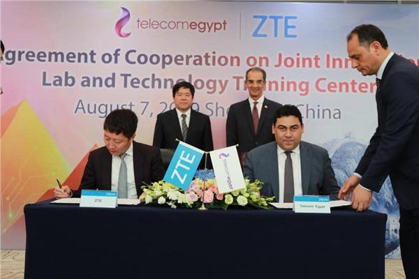 المصرية للاتصالات توقع اتفاقية لإنشاء معمل ابتكار ومذكرة تفاهم لإتاحة التلفزيون عبر الإنترنت