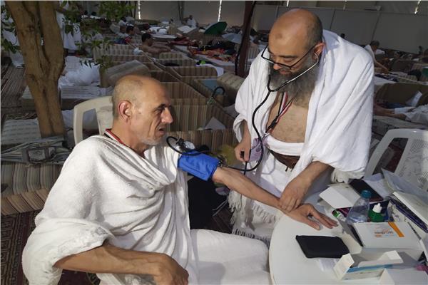 عيادات ثابتة لخدمة الحجاج المصريين في مخيمات «عرفات»