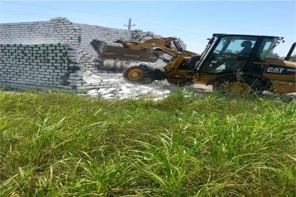 حملة لإزالة التعديات على الأراضي الزراعية بالإسماعيلية