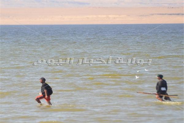 الصيد سيرا على مياه «قارون».