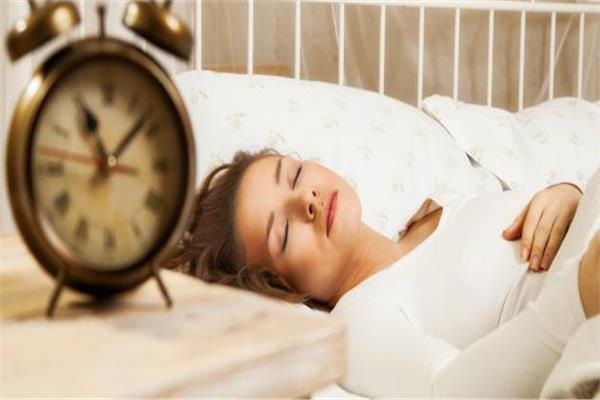 النوم لساعات طويلة نهارا إشارة مبكرة على الإصابة بالزهايمر