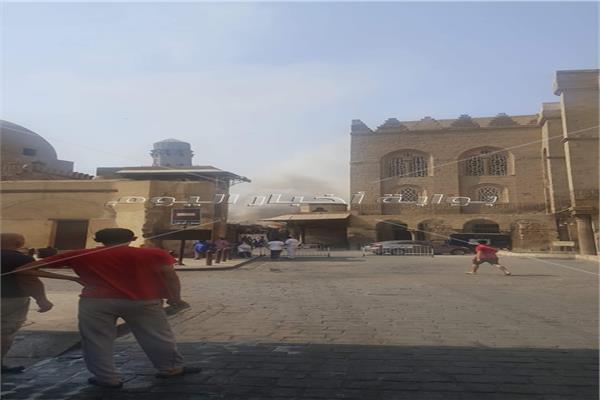 إخماد حريق محدود بازار سياحي بشارع المعز بالحسين