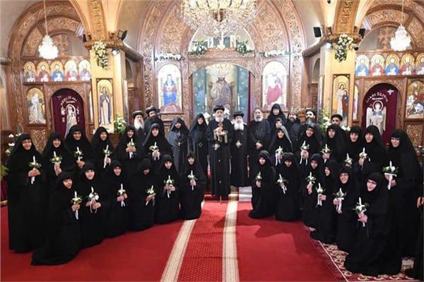 رسامة ٢٤ راهبة جديدة بدير الأمير تادرس في حارة الروم