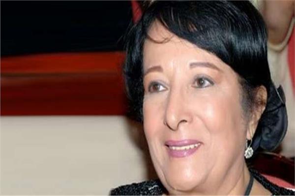 الفنانة سميرة عبدالعزيز