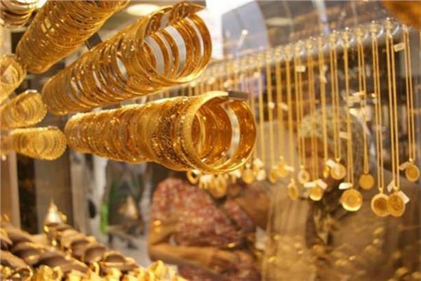 تراجع كبير في أسعار الذهب المحلية منتصف تعاملات الأثنين