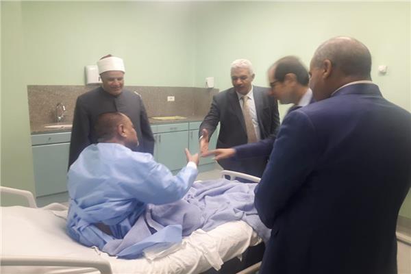 قيادات جامعة الأزهر وعميد كلية الطب يتفقدون المستشفى التخصصي