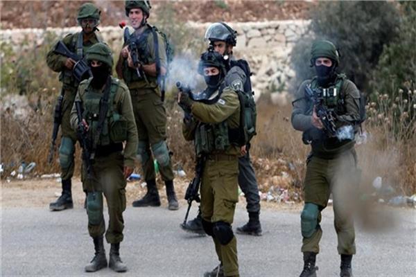 إصابة 5 فلسطينيين برصاص الاحتلال الإسرائيلي واعتقال 14 آخرين