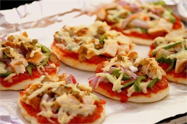 طبق اليوم .. طريقة عمل «ميني بيتزا»