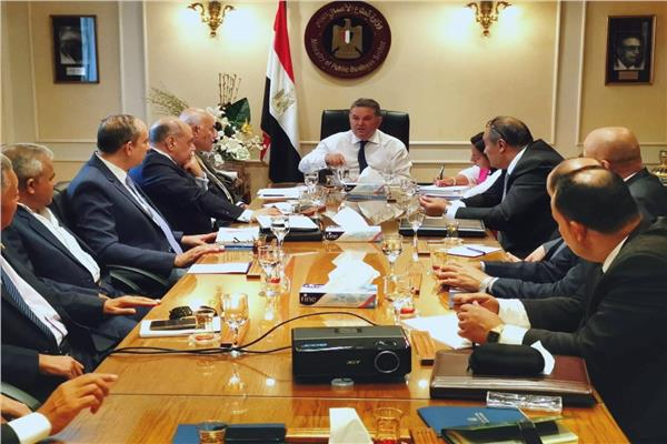 جانب من اجتماع وزير قطاع الأعمال مع مجلس الإدارة لشركة مصر للغزل والنسيج