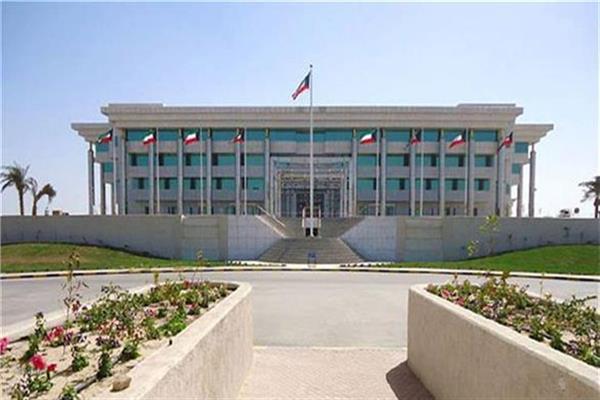 الكويت تستعين بالضباط المتقاعدين لحماية الأسواق والمدارس والمجمعات التجارية