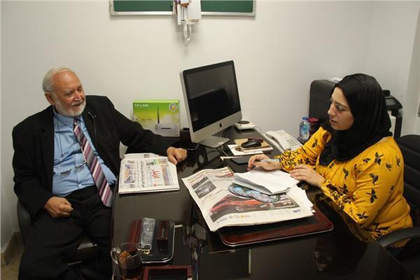 خبير الطاقة يسري ابو شادى مع محررة بوابة أخبار اليوم