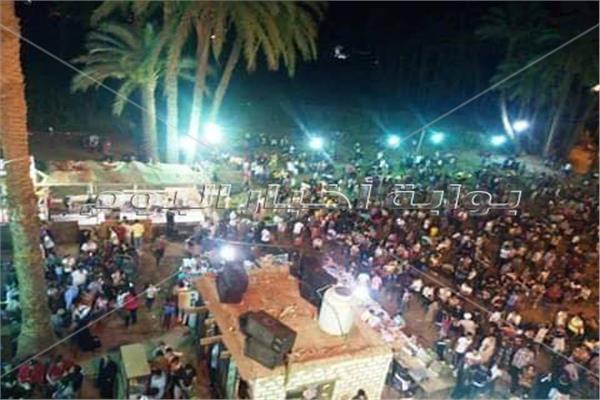 أقباط قنا يحتفلون بعيد العذراء ومسلمون يشاركونهم الفرحة .. وهذه أبرز المظاهر