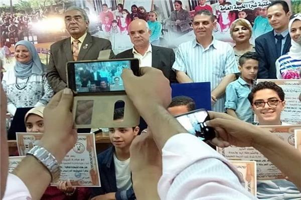 إدارة شرق شبرا التعليمية تكرم عددا من الطلاب المتفوقين والاوائل