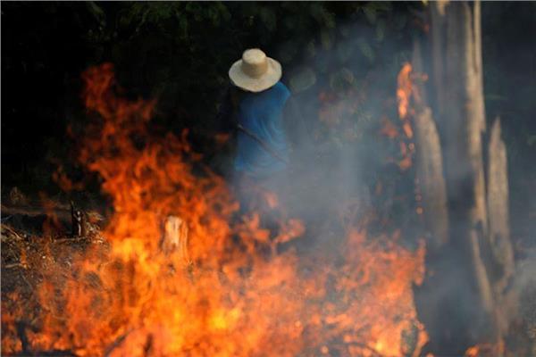 محاولات مستمرة لإخماد حرائق الأمازون
