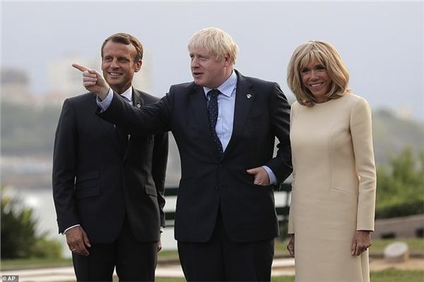رئيس وزراء بريطانيا عقب وصوله إلى فرنسا