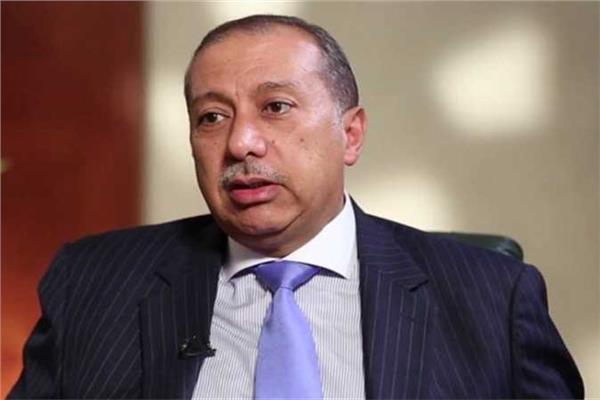 حسن حسين الخبير المالي