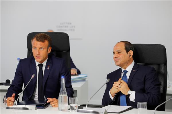 الرئيس عبد الفتاح السيسي ونظيره الفرنسي إيمانويل ماكرون - صورة من رويترز