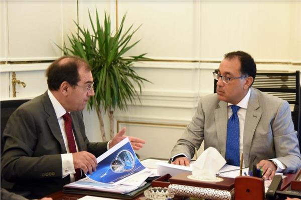 رئيس الوزراء يستعرض مع وزير البترول ملفات عمل الوزارة