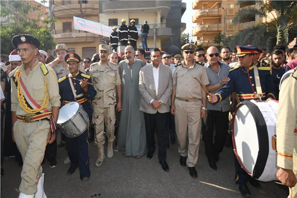 محافظ البحيرة يتقدم الجنازة العسكرية للشهيد محمود محمد أبو الفتوح