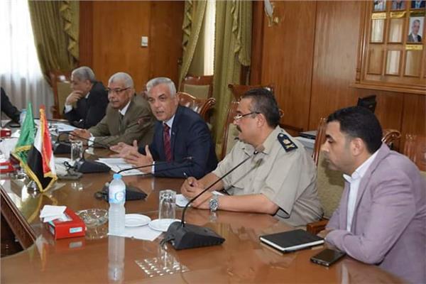 رئيس جامعة المنوفية يجتمع بوفد من مديرية الأمن