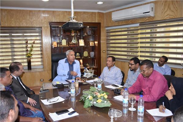 خلال أجتماع محافظ أسوان