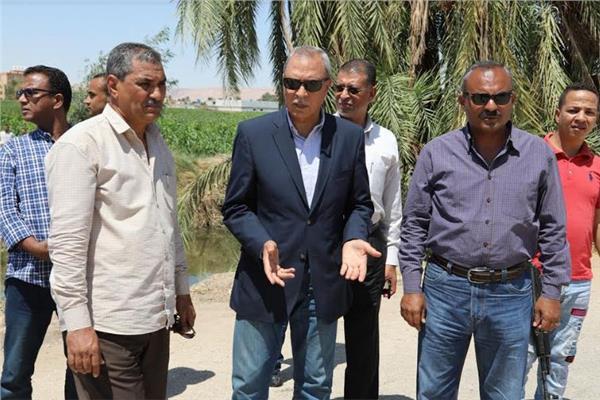 محافظ قنا يقود حملة مكبرة لإزالة التعديات على الأراضي الزراعية بدشنا