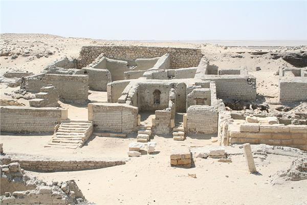ظلت مدفونة تحت الرمال.. بحر البنات يقود إلى مدينة فرعونية بالفيوم